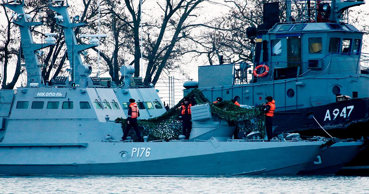 Три корабля ВМС Украины, отбуксированные в городской порт Керчи. Фото: Сергей Мальгавко / ТАСС