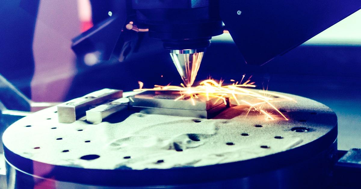 3D-металлический принтер производит стальную деталь. shutterstock.com