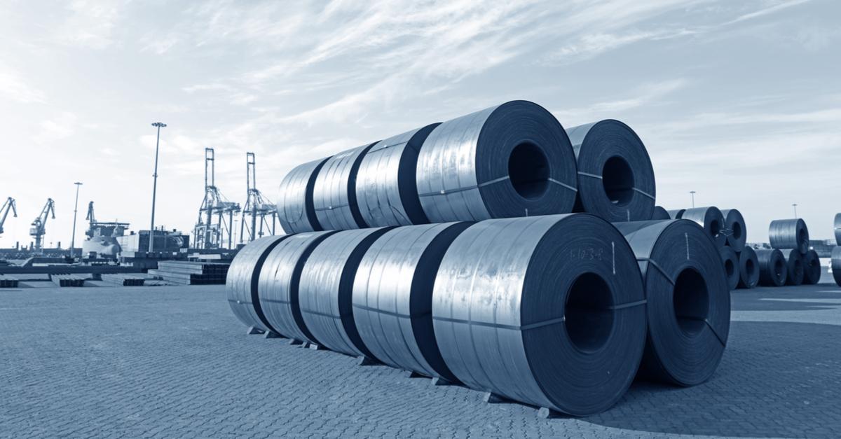 Цены на горячекатаную сталь в США упали, продавцы распродают запасы © shutterstock.com