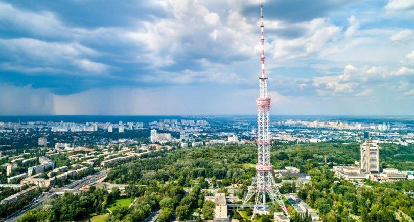 Киевская телебашня-Высота 385 метров-shutterstock