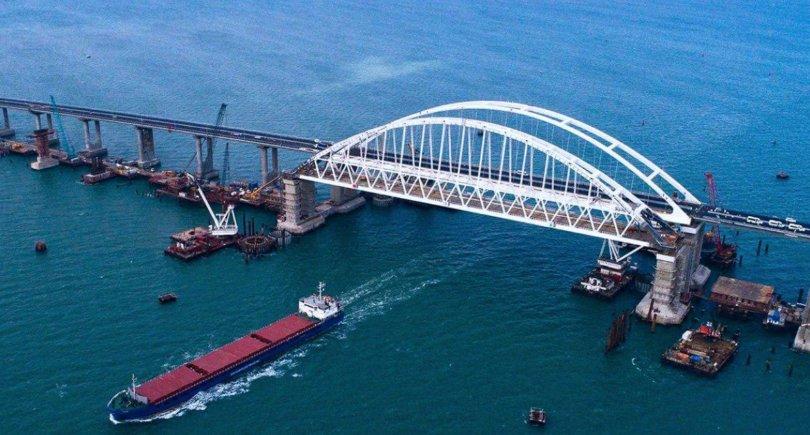 Проход под Керченским мостом