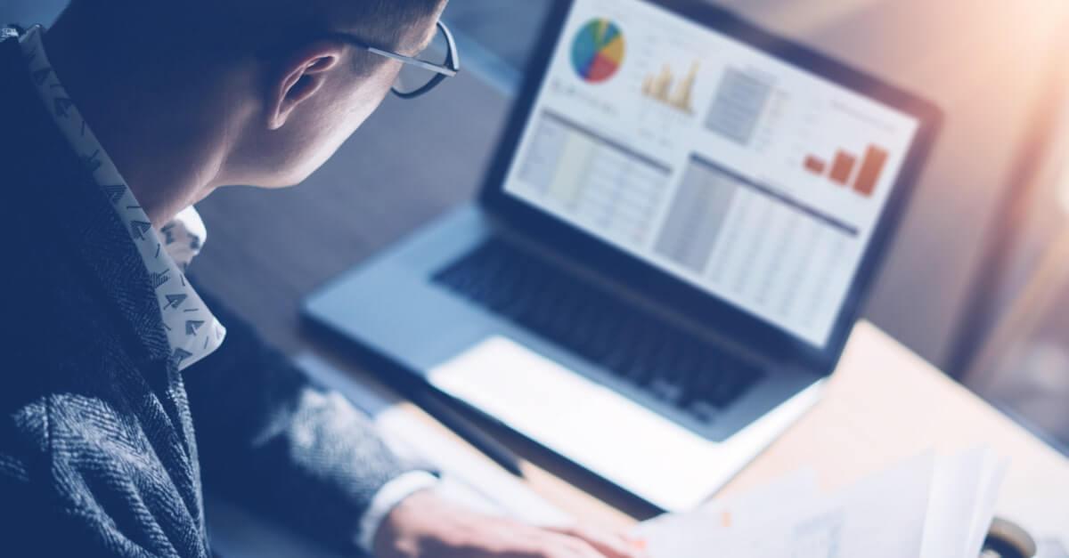 аналитик финансового рынка-shutterstock
