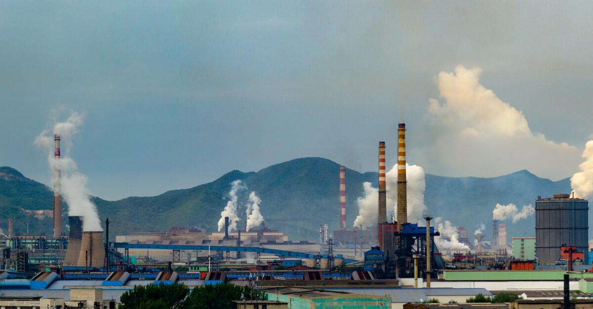 Китай выдал предписание закрывать сталелитейные мощности в Северо-Восточном и Восточном Китае. (С) shutterstock.com