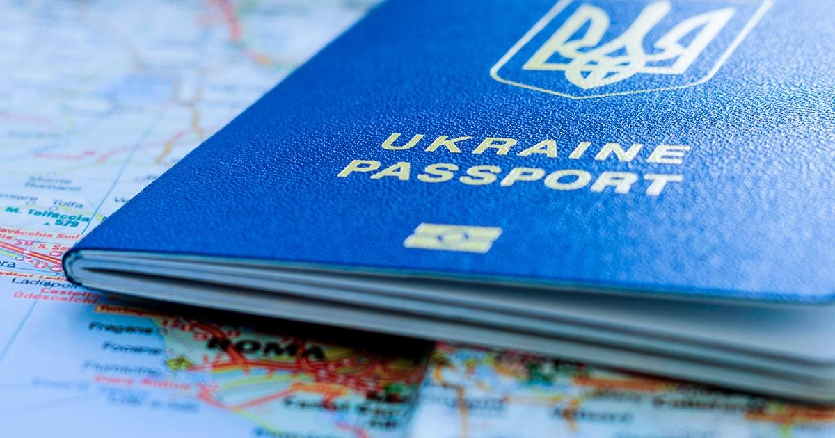 Новый украинский биометрический паспорт - shutterstock