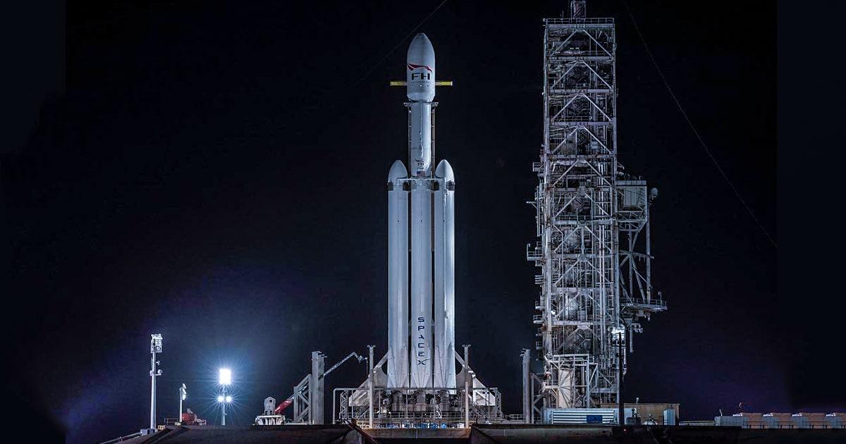 Falcon Heavy. Самая мощная ракета-носитель на сегодняшний день, созданная SpaceX. Официальный инстаграм-аккаунт SpaceX.