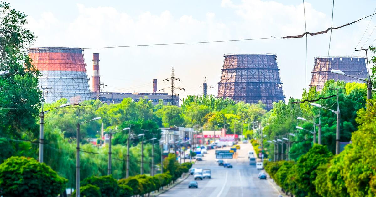 Градирни-ArcelorMittal-Кривой-Рог-рядом-с-проспектом-Металлургов-shutterstock