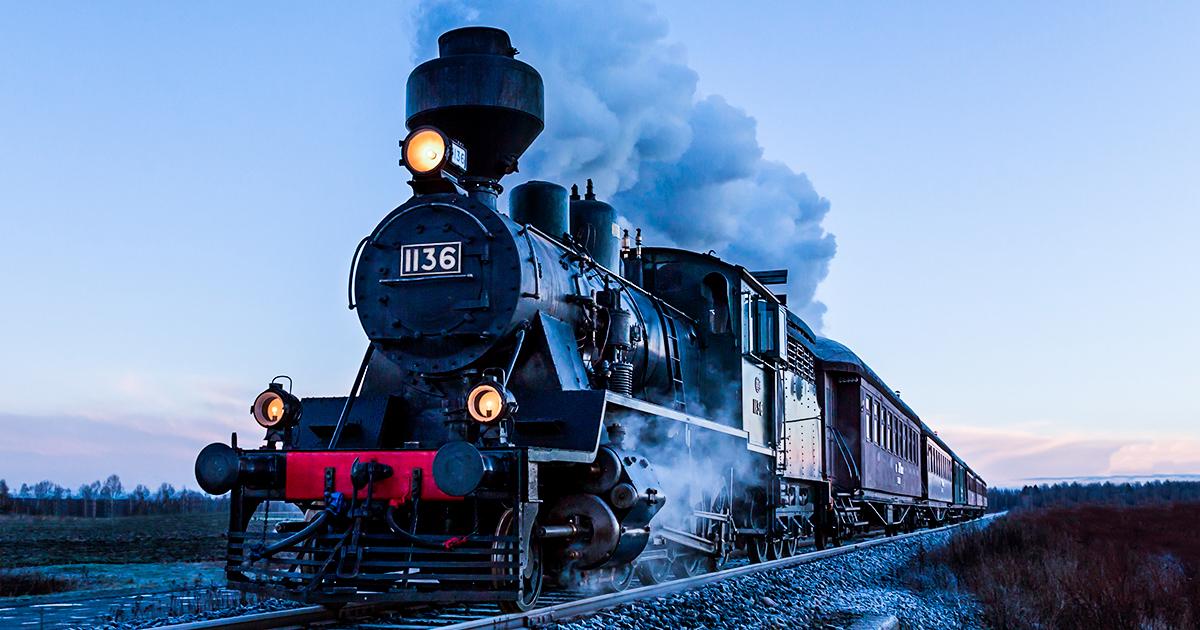 Паровой поезд - shutterstock
