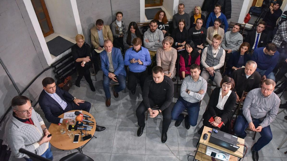 Юрий Рыженков и Вадим Бойченко на встрече с общественностью Мариуполя © metinvestholding.com