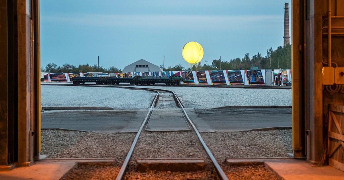 Искусственное солнце работы исландского художника Олафура Элиассона. interpipe.biz