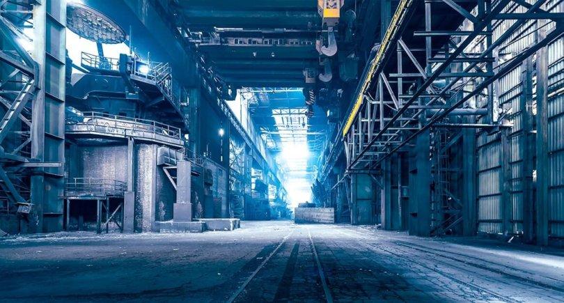 Заброшенный завод. shutterstock