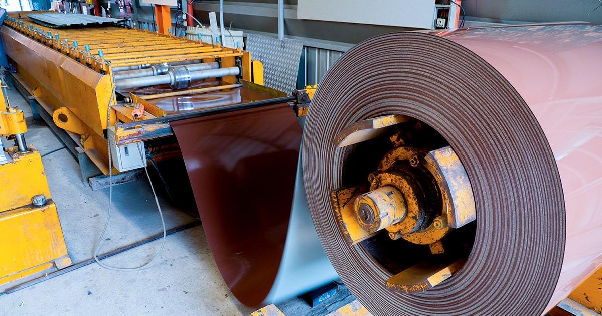 Промышленная машина для резки листового металла. Shutterstock