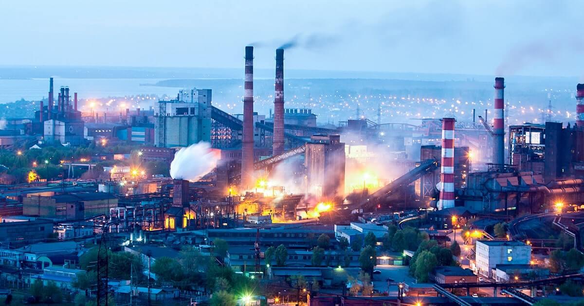 Промышленный город с рабочими заводов с высоты, Запорожье, Украина-shutterstock