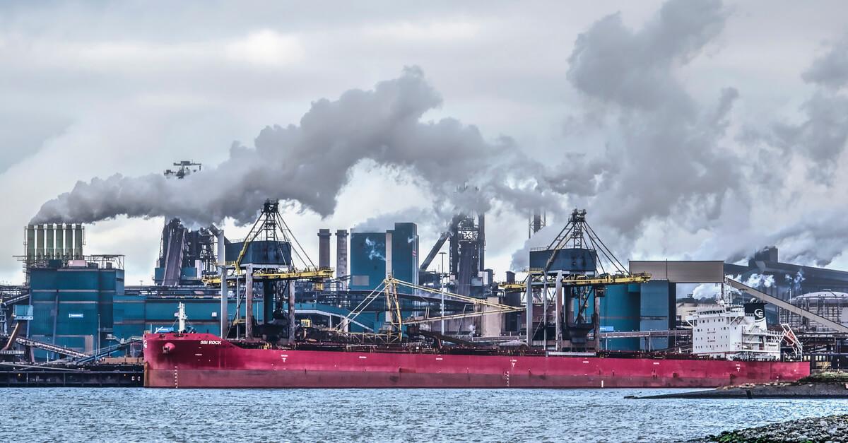 Tata Steel Europe начал производство экологической стали в городе Эймейден, Нидерланды © shutterstock.com