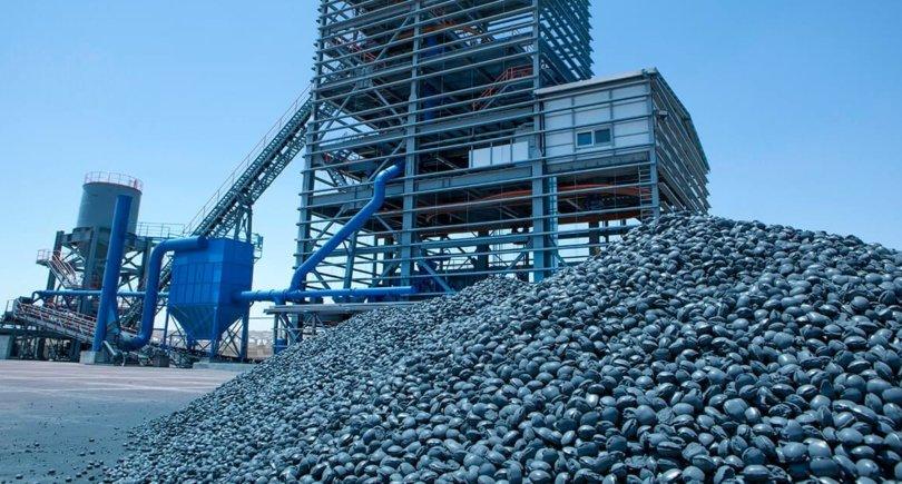 Производство губчатого железа. shutterstock