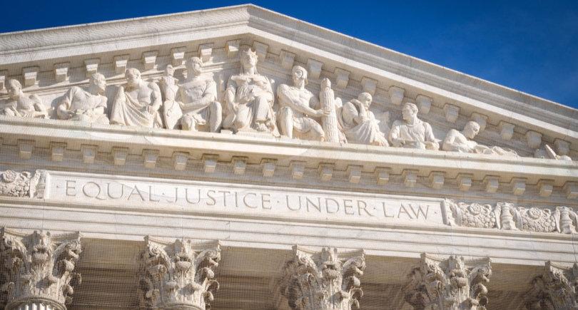 AIIS подала иск в Верховный суд США о конституционности раздела 232 © shutterstock.com