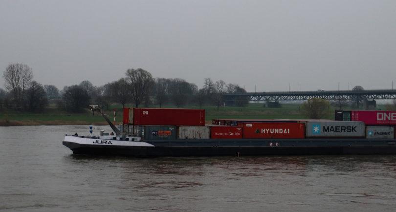 Германия инвестирует в баржи, чтобы заменить грузовики © shutterstock.com