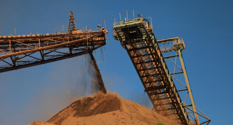 Китайская железная руда за день подешевела на 3,8% до $105,8 www.shutterstock.com