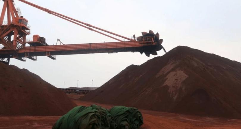 китайские цены на железную руду упали на 6% (c) www.reuters.com