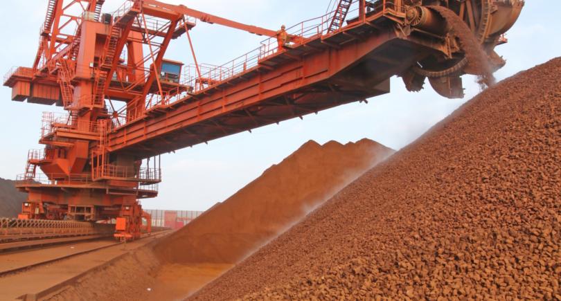 Китайские цены на железную руду подорожали на 4,1% до $120,4 за т (c) www.shutterstock.com