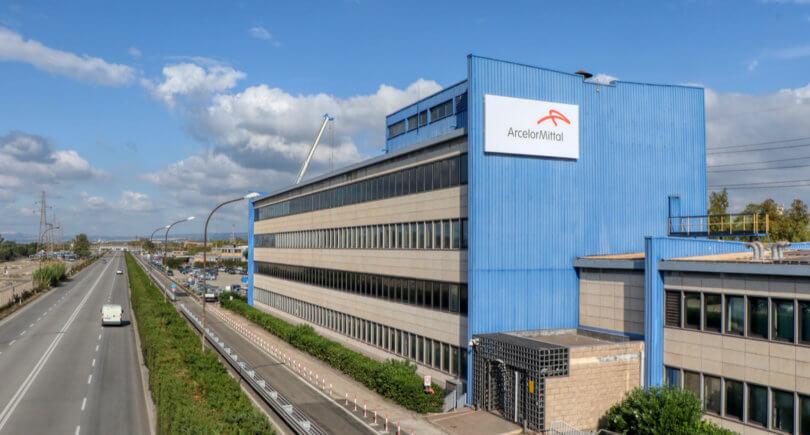 ArcelorMittal продал семь заводов в Европе Liberty House © shutterstock.com
