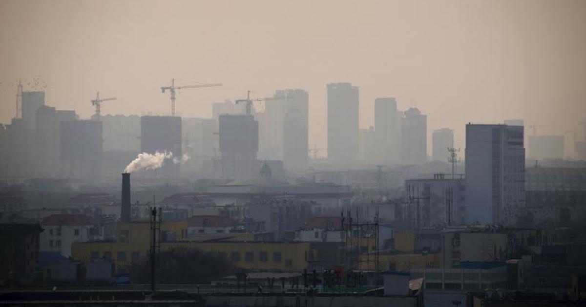 Гендиректор завода в Таншане арестован из-за ограничений по смогу (c) reuters.com