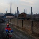 Китай Хэбэй перенес сроки сокращения сталелитейных мощностей на конец октября © reuters.com
