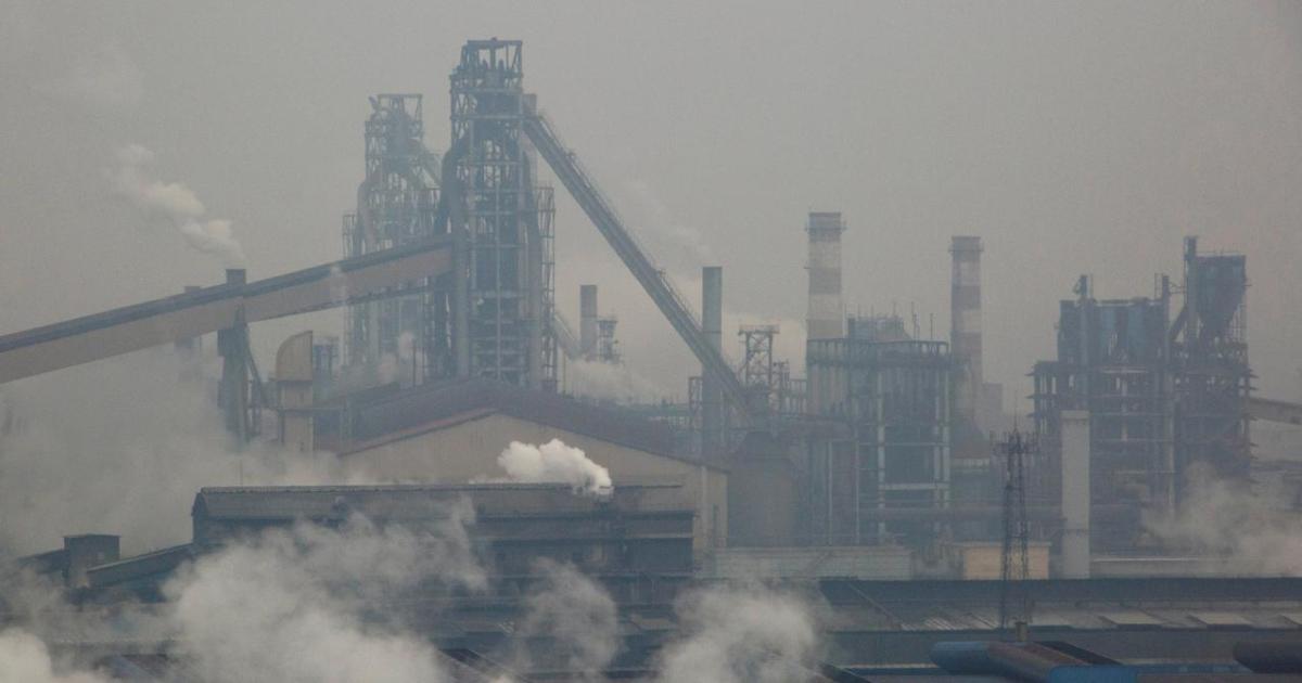 Китайские металлурги снизили выпуск стали второй месяц подряд (с) reuters.com
